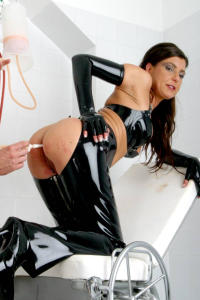 Latex whore MONICA anal clean up