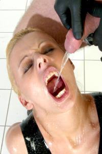 Pee whore Nikita gets mouthwash